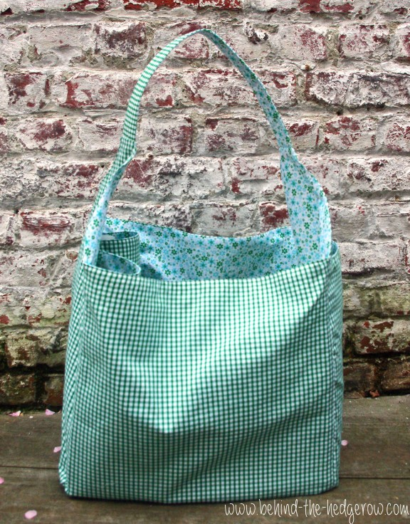 McCall's Tote bag 6588 \\ Behind the Hedgerow